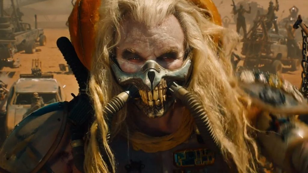 Immortan Joe con una mascherina da Coronavirus che il mondo gli invidia